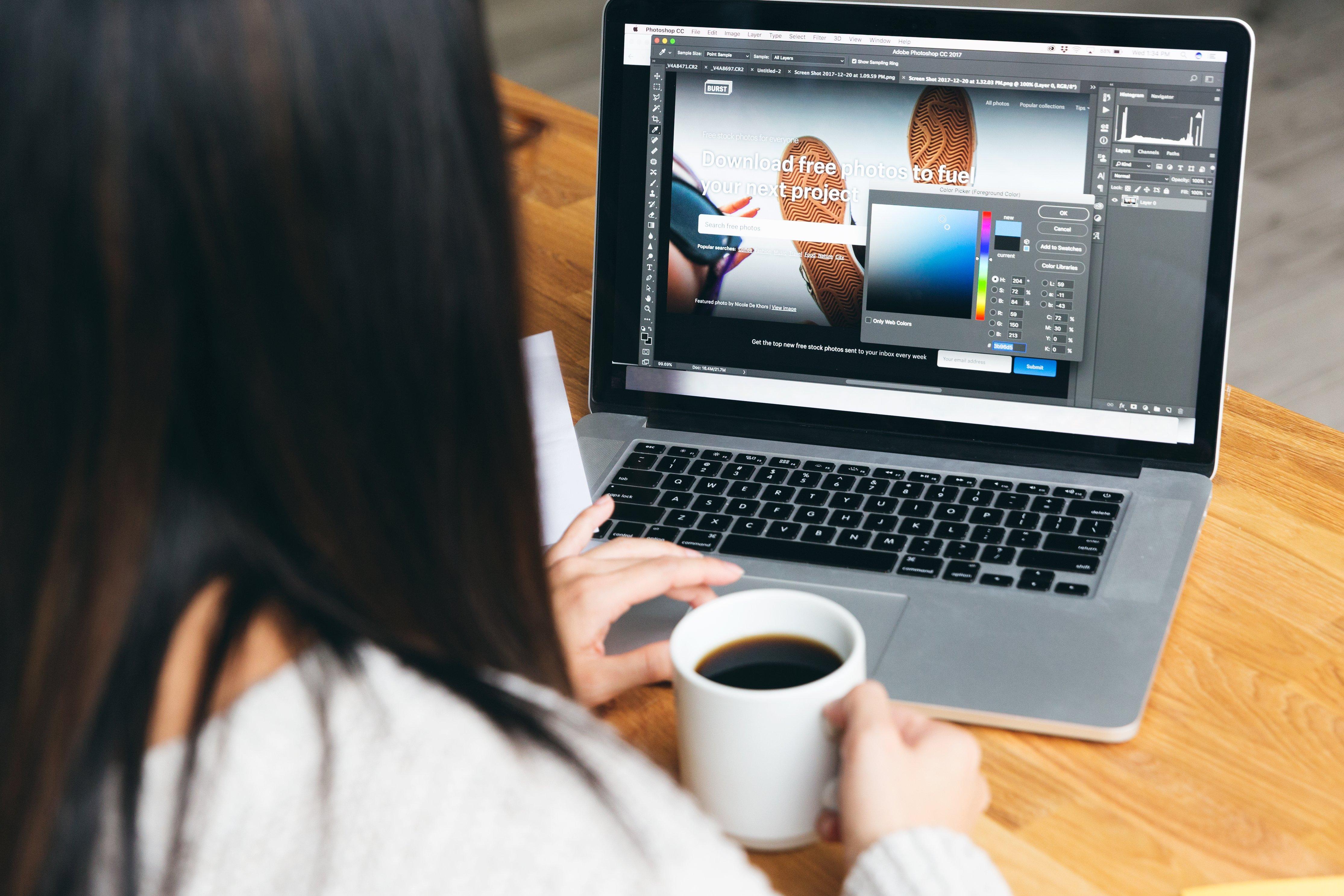 portfolio-designer-picking-colors-for